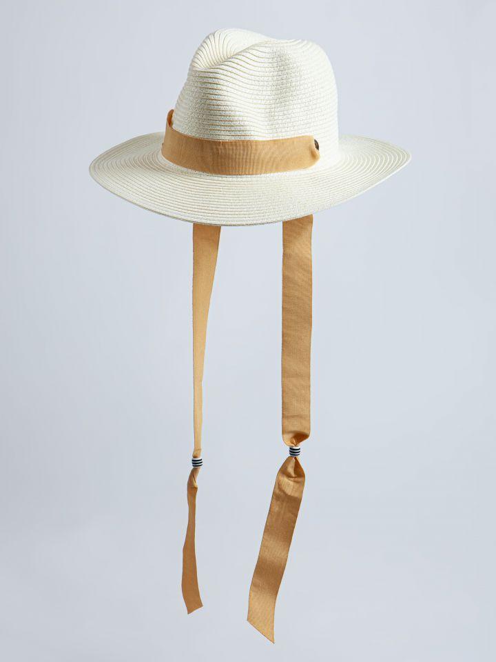 כובע קש עם סרט בצבע לבן