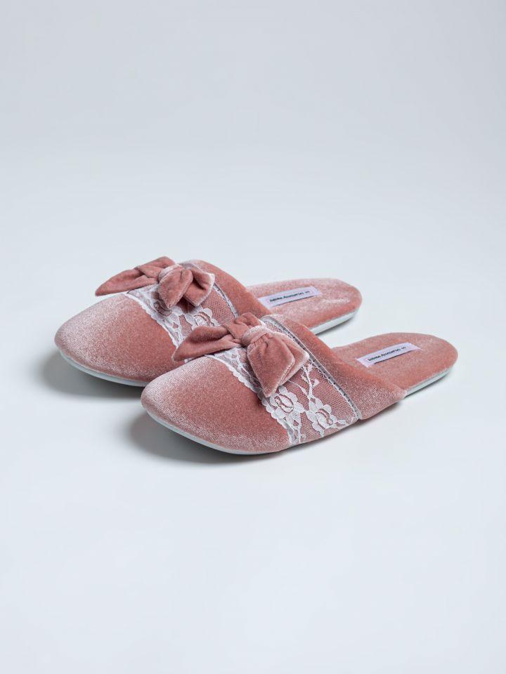נעלי בית קטיפה פס תחרה בצבע ורוד בהיר