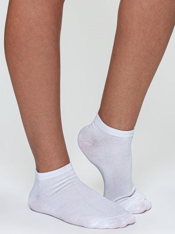 מארז 2 זוגות גרבי קרסוליות במבו בצבע לבן