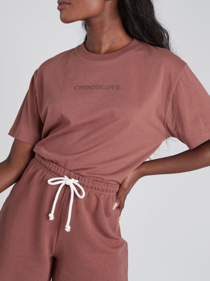חולצת טי שירט עם דפוס BLOOM בצבע חום שוקו