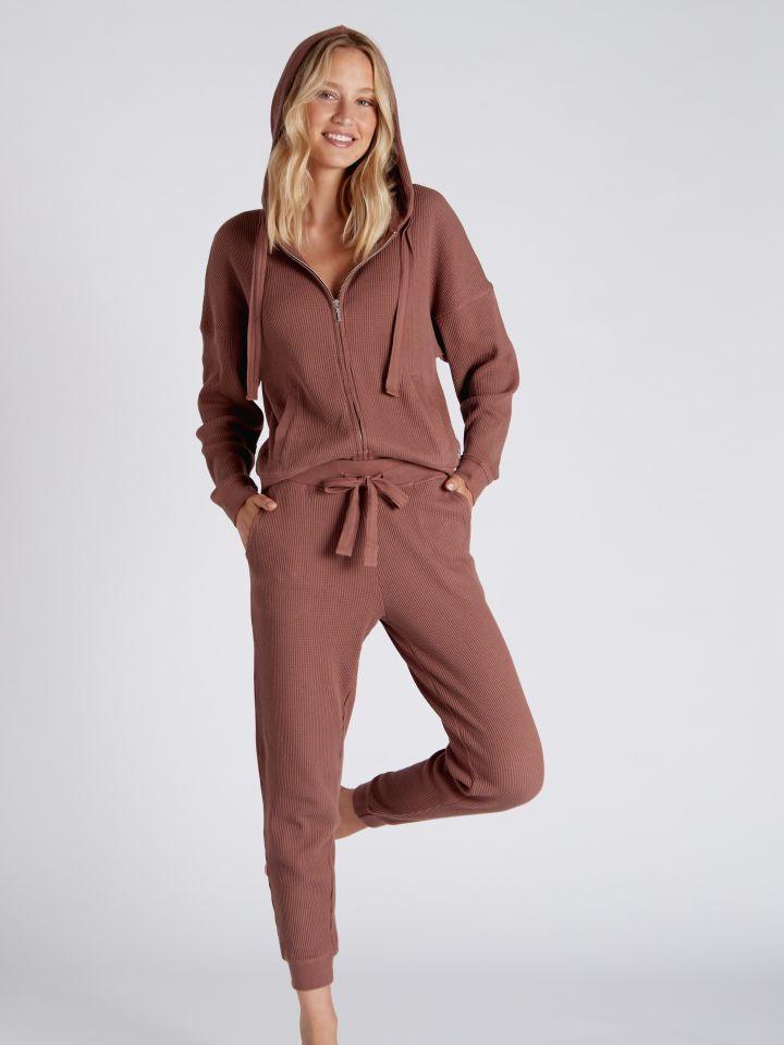 מכנסי וופל ארוכים DARIA בצבע חום שוקו