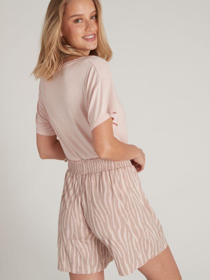 מכנסיים קצרים WEEKEND בצבע חום קפוצינו