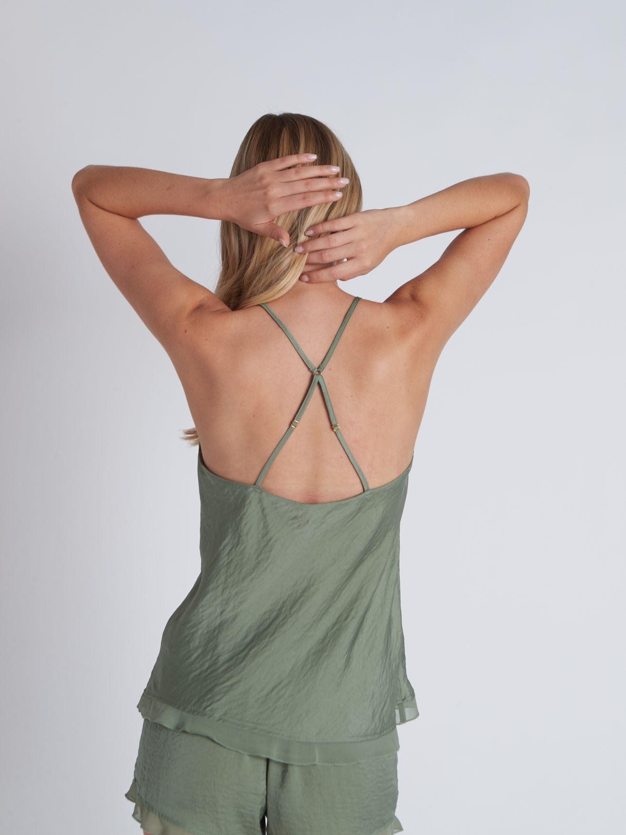מכנסי סאטן קצרים SPORTY ROMANCE בצבע ירוק מרווה