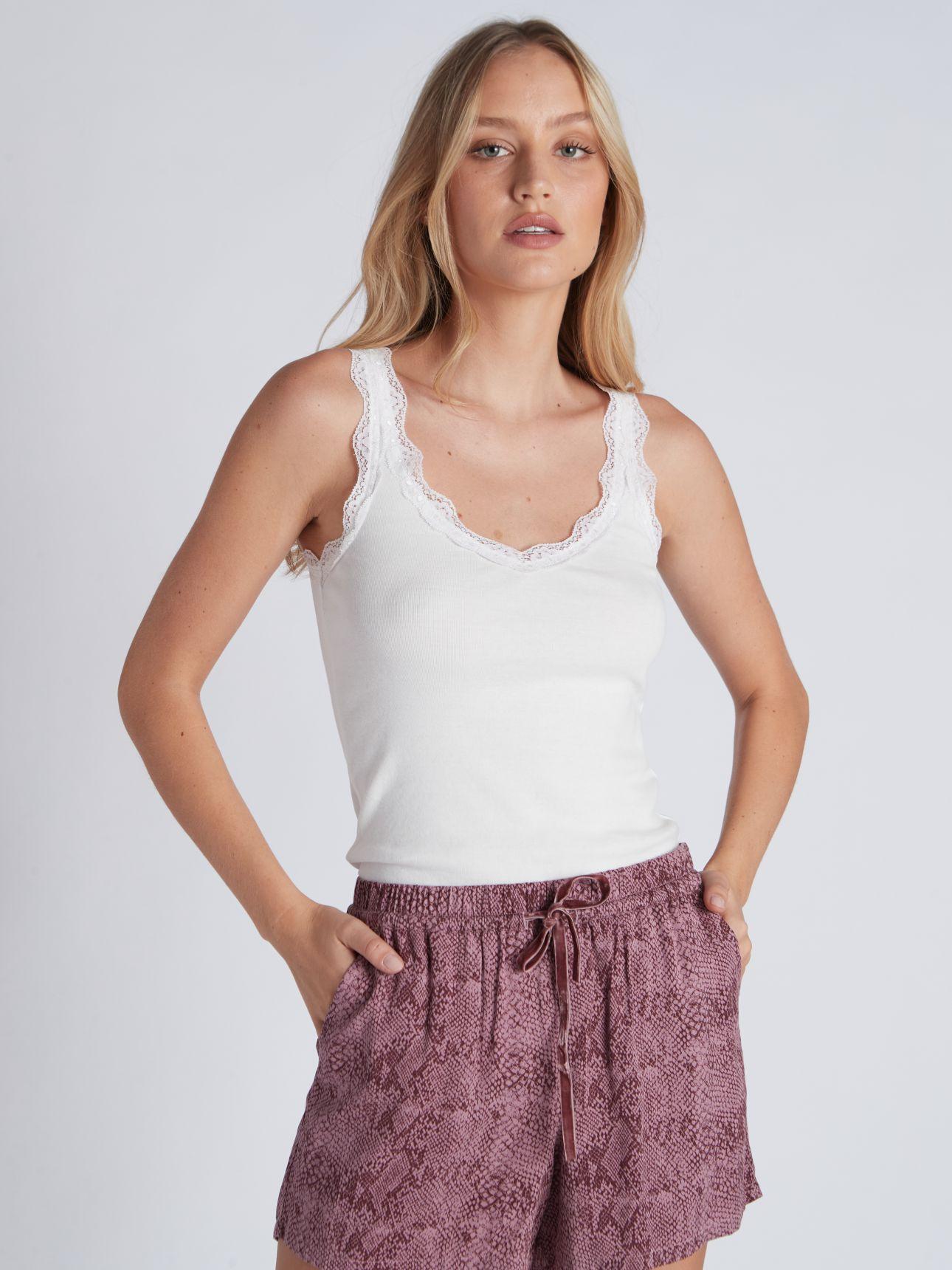 מכנסיים קצרים WILD ART בצבע פודרה