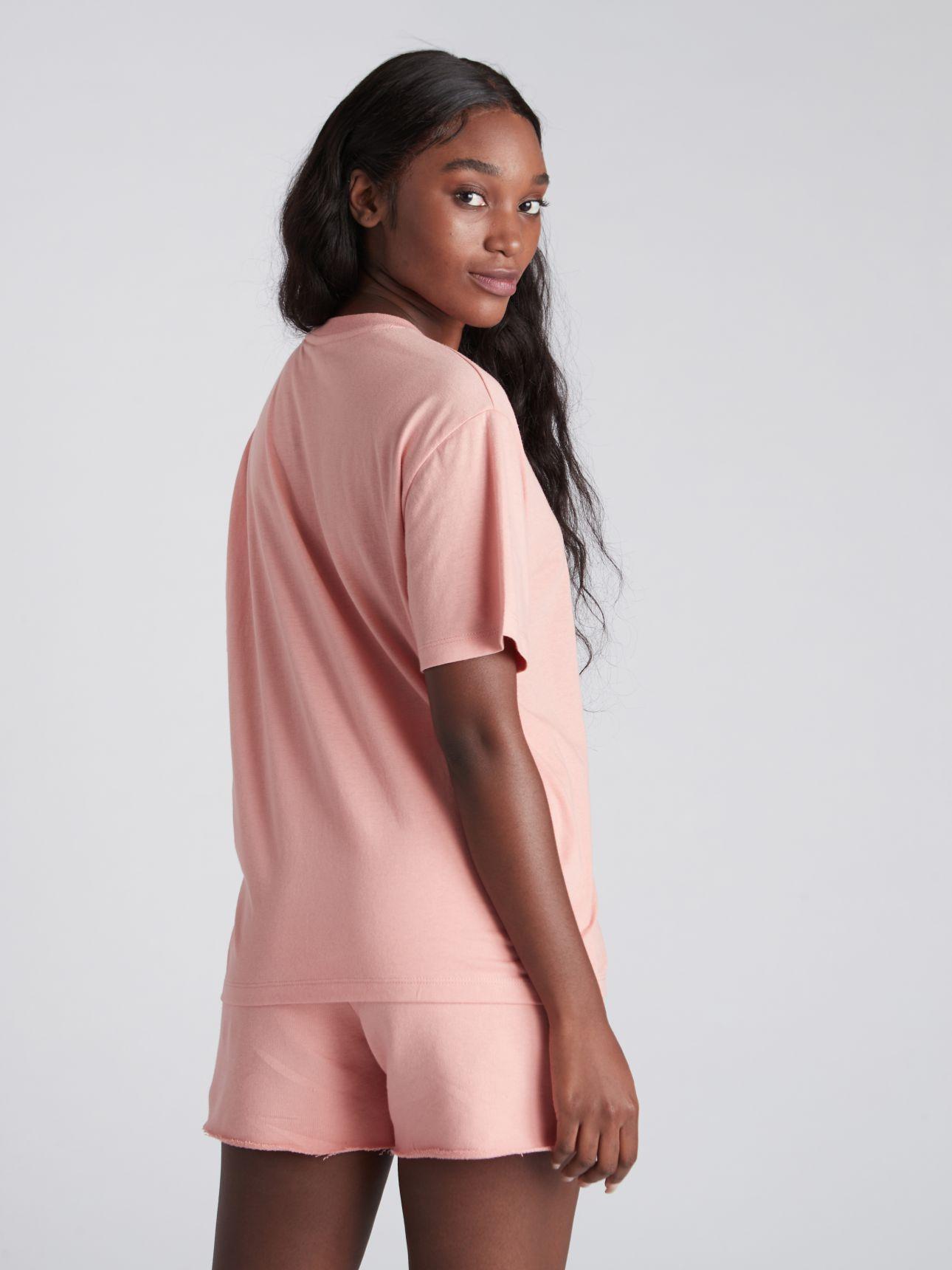 חולצת טי שירט עם דפוס BLOOM בצבע ורוד עתיק