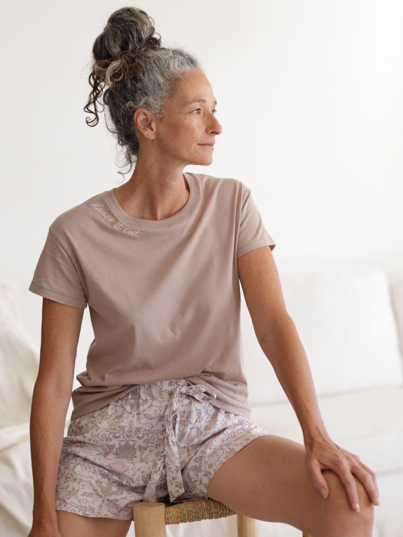 חולצת טי שירט עם רקמה בצבע אבן