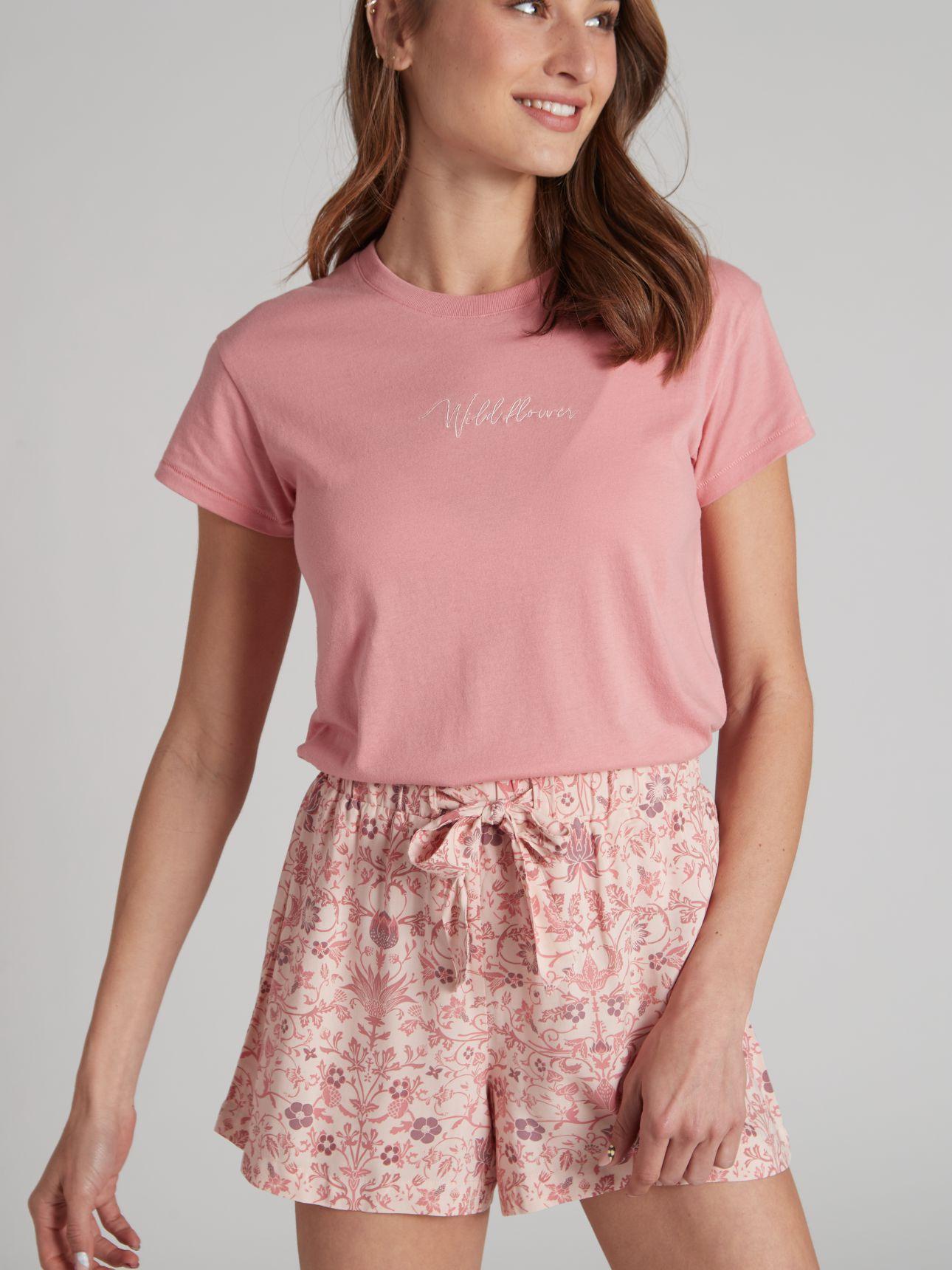 חולצת טי שירט עם רקמה בצבע ורוד סלמון