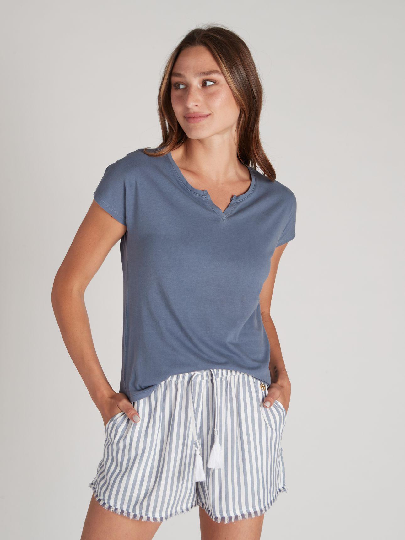 חולצת טי שירט שטופה בצבע כחול