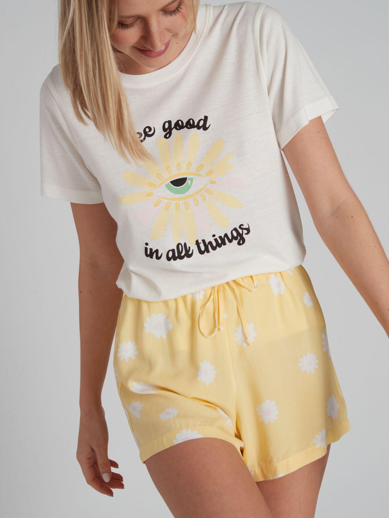 מכנסיים קצרים מודפסים RETRO FUN בצבע צהוב