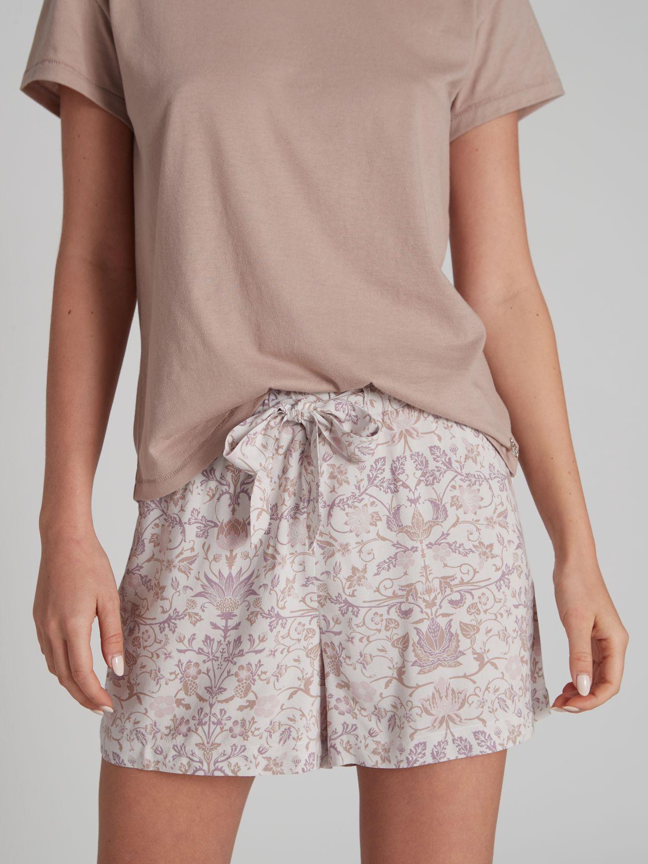 מכנסיים קצרים SOPHIA בצבע סגול בהיר