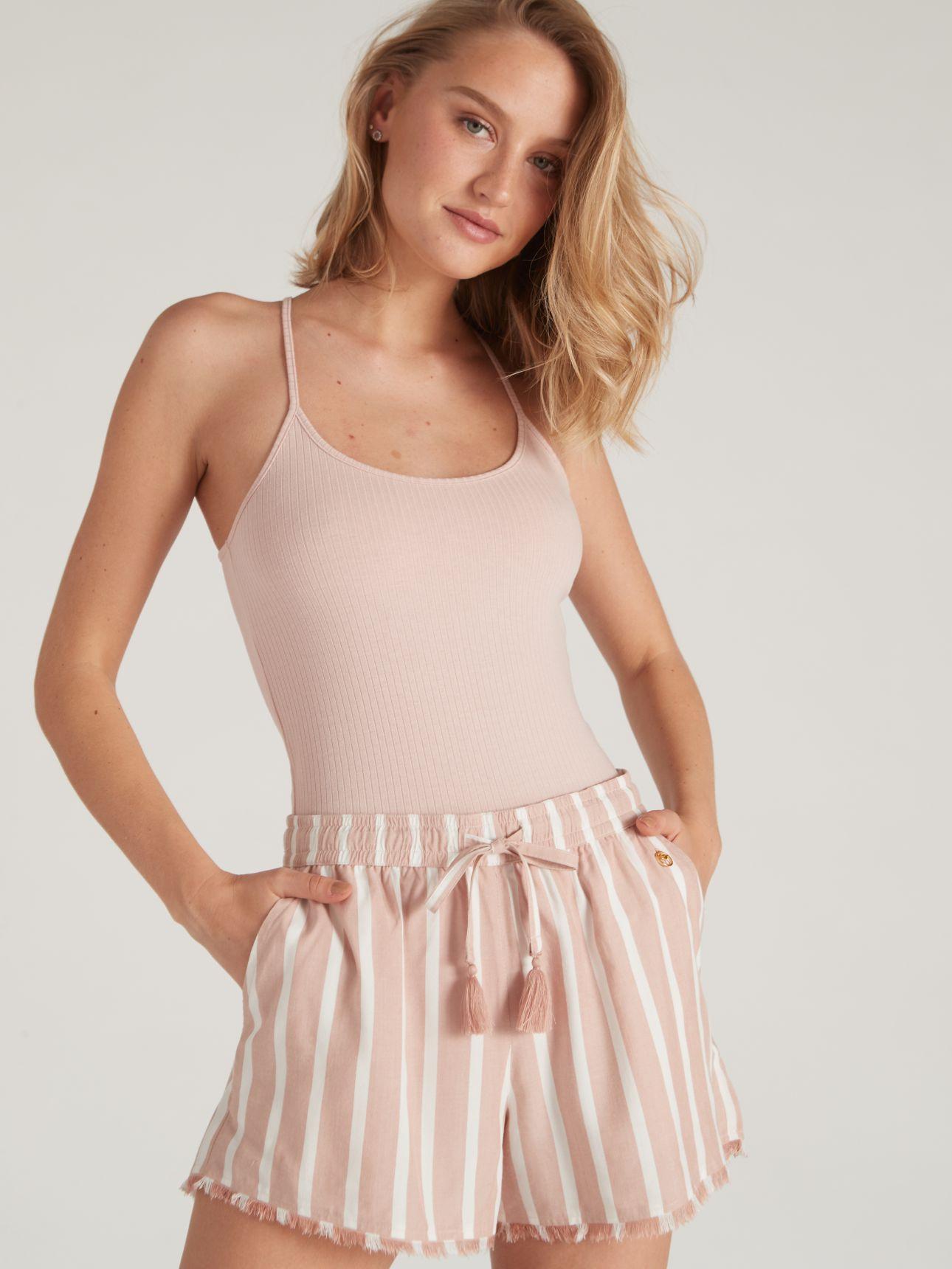 מכנסיים קצרים עם פסים וגימור פרנזים LAYLI בצבע ורוד עתיק