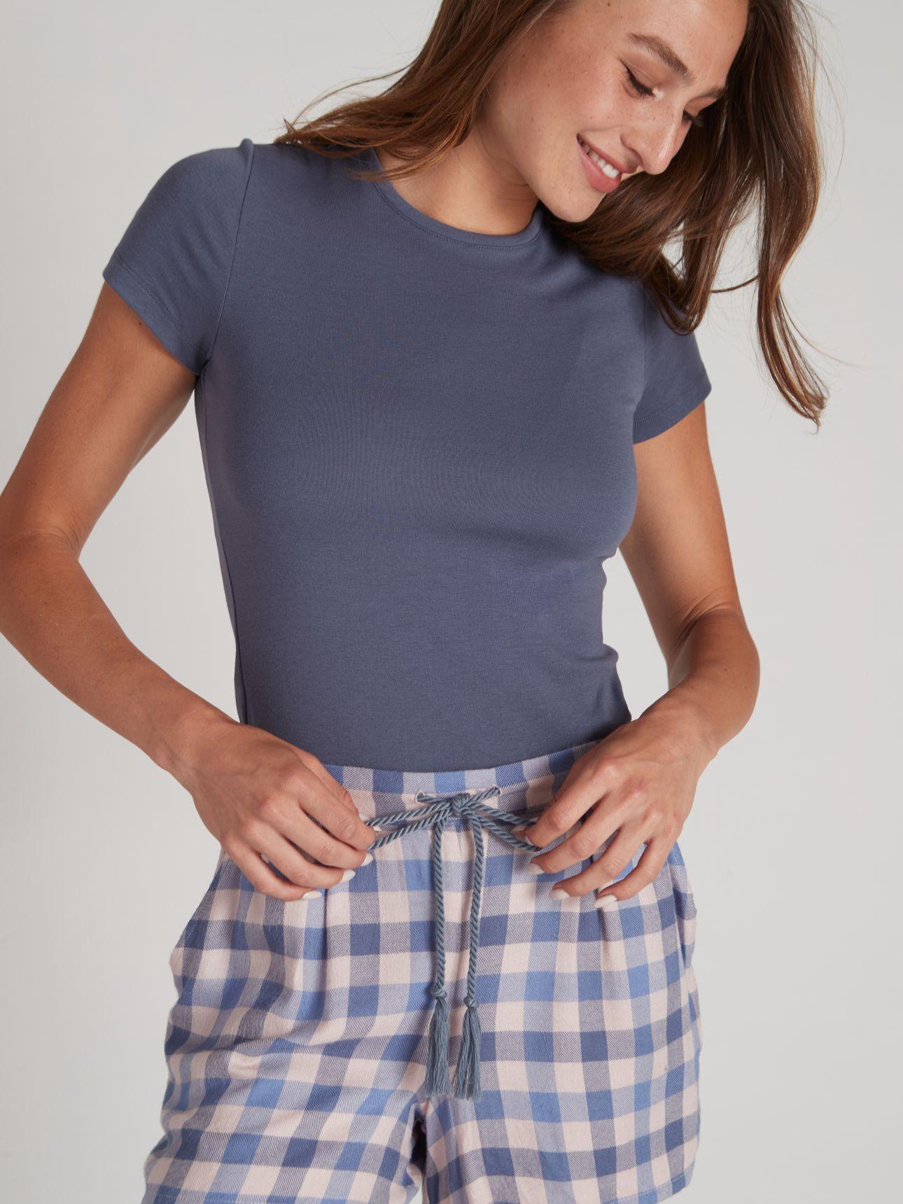 מכנסיים קצרים משובצים בצבע כחול
