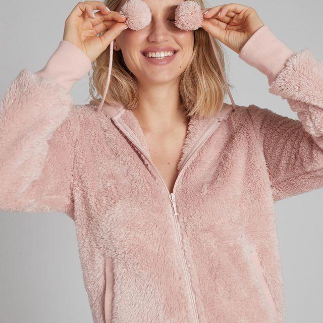 💕 Fun mood 💕 מחכים לך עם 60% הנחה על כ-ל קולקציית החורף בחנויות!